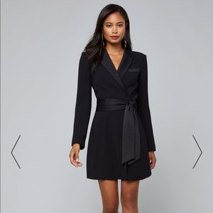 LOOKING FOR THIS BLACK DRESS!